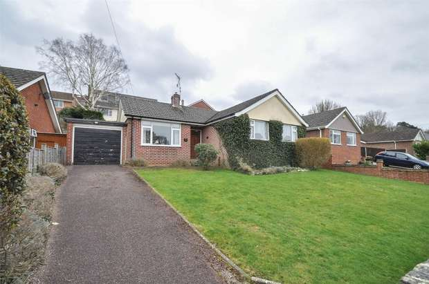 3 Bedrooms Detached Bungalow for sale in Gorse Road, Corfe Mullen, Wimborne