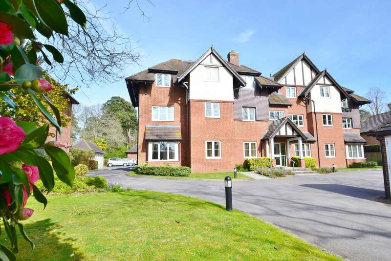 2 Bedrooms Flat for sale in West Moors