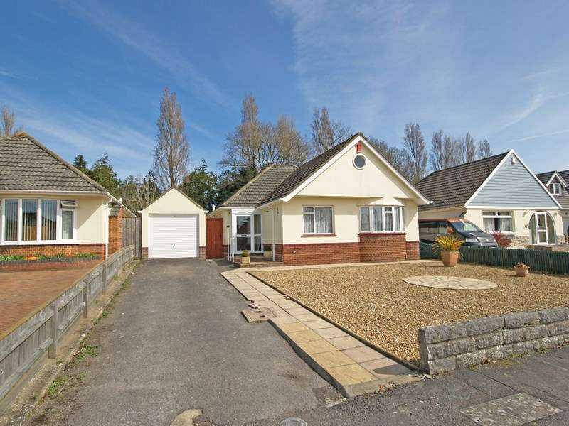 3 Bedrooms Detached Bungalow for sale in Wellington Avenue, Friars Cliff, Christchurch