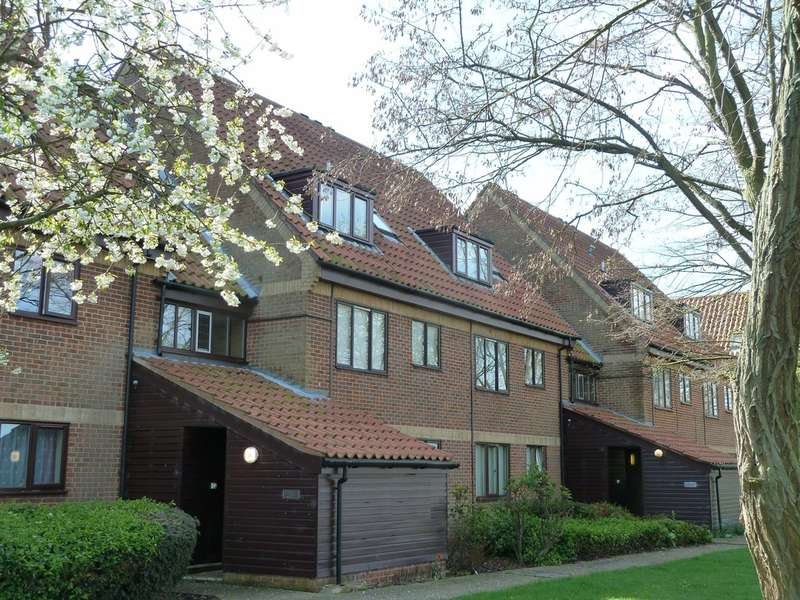 1 Bedroom Flat for sale in Armstrong Close, Newmarket