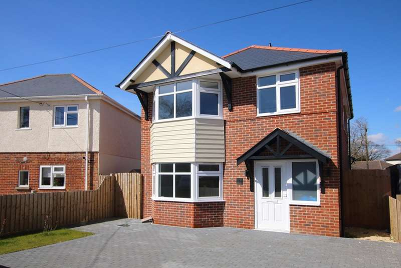 4 Bedrooms Detached House for sale in Compton Road, New Milton, Hampshire