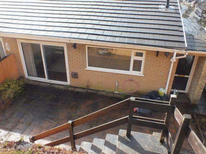 3 Bedrooms Semi Detached House for sale in Penrhiwgarreg Houses, Abertillery