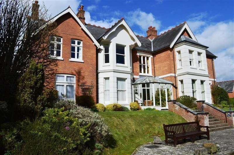 2 Bedrooms Flat for sale in St Johns Hill, Wimborne, Dorset