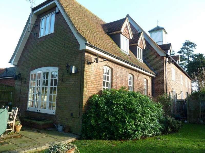 3 Bedrooms Semi Detached House for rent in Farnham