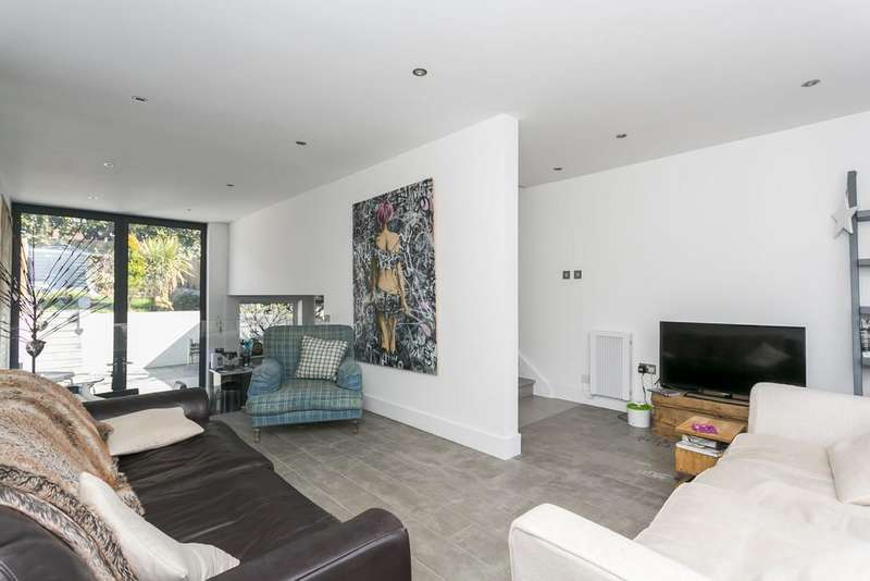 3 Bedrooms Town House for sale in Ashdown Close, Tunbridge Wells