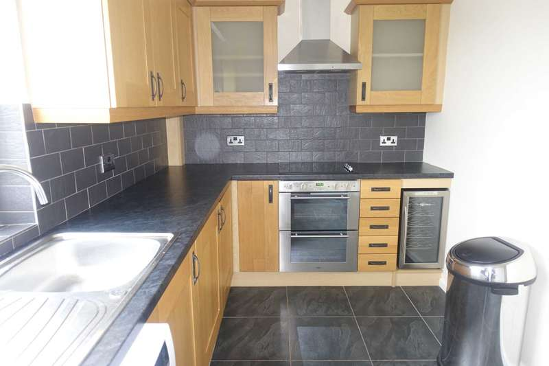3 Bedrooms Flat for rent in Rannoch Drive, Renfrew