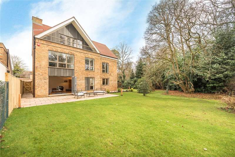 5 Bedrooms Detached House for sale in Little Orchard, Grange Gardens, Farnham Common, Buckinghamshire, SL2