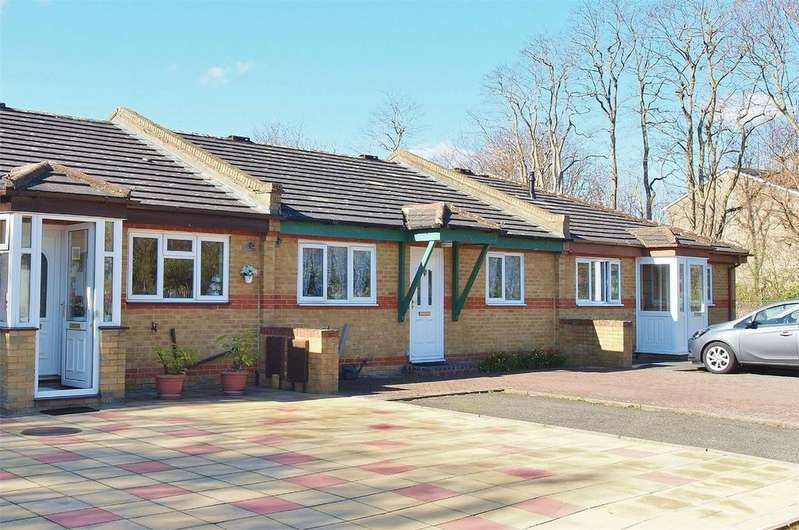 2 Bedrooms Terraced Bungalow for sale in Clock House Road, Beckenham, Kent