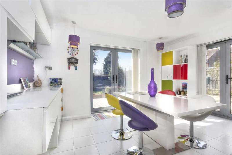 5 Bedrooms Detached House for sale in Whitethorn Drive, Brighton