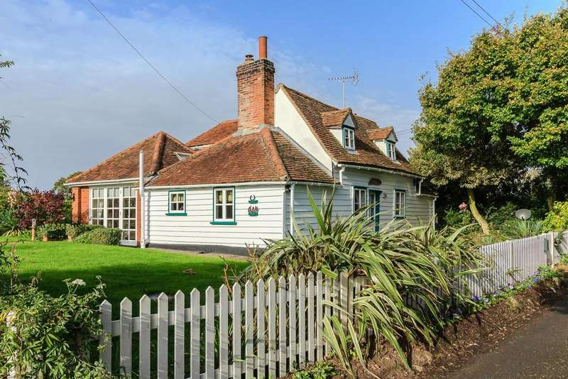 2 Bedrooms Detached House for sale in Padhams Green, Mountnessing
