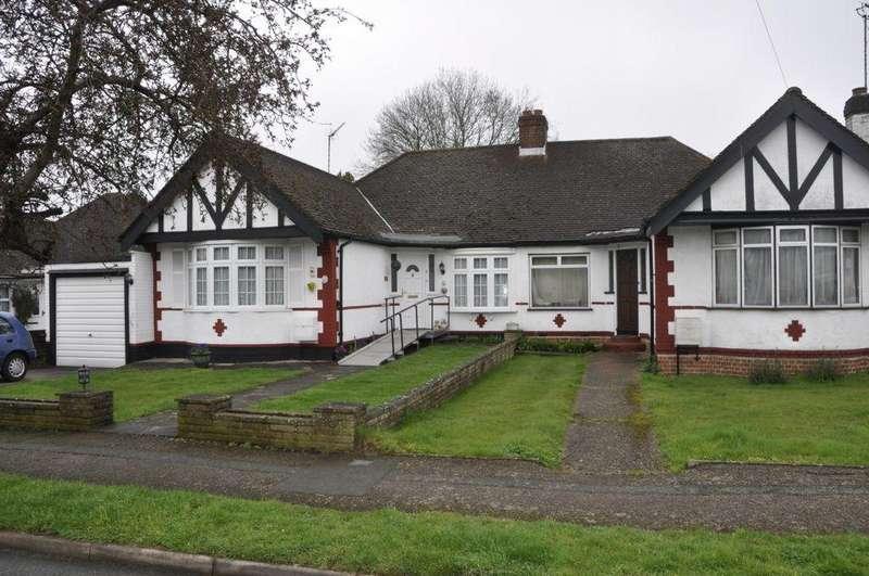 3 Bedrooms Semi Detached Bungalow for sale in Oakroyd Avenue, Potters Bar, EN6