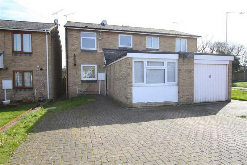 3 Bedrooms Semi Detached House for sale in Celandine Close, Billericay