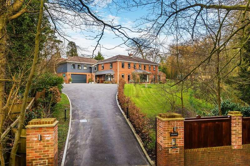 5 Bedrooms Detached House for sale in Harestone Hill, Caterham, CR3