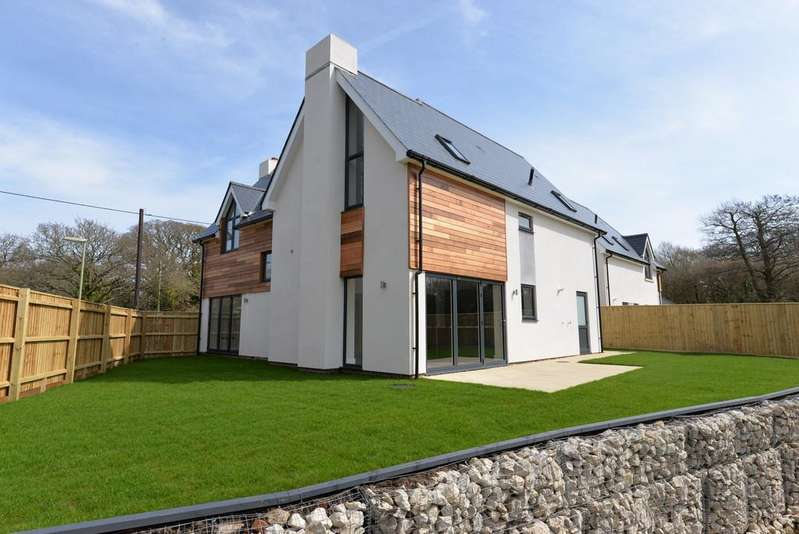 4 Bedrooms Detached House for sale in Sky End Lane, Hordle