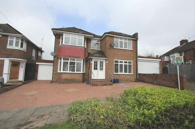 4 Bedrooms Detached House for sale in Blackwell Gardens, Edgware, Greater London. HA8 8QA