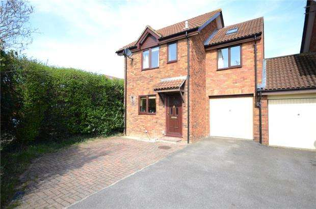 3 Bedrooms Link Detached House for sale in St. Clements Close, Lower Earley, Reading