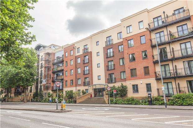 2 Bedrooms Flat for sale in Squires Court, York Road, Bedminster, Bristol, BS3 4BZ