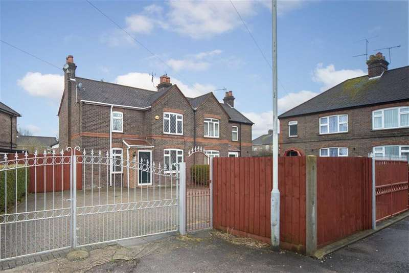 3 Bedrooms Semi Detached House for sale in Roman Road, Luton