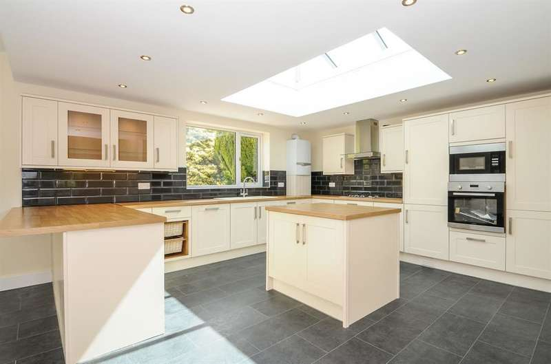 3 Bedrooms Detached House for sale in 'Levenholme' Roman Road Darwen BB3 3BN