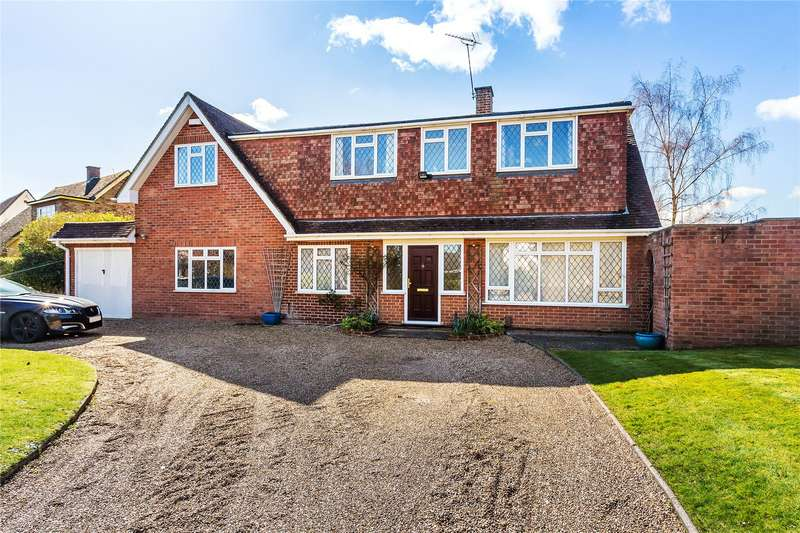 5 Bedrooms Detached House for sale in Cresta Drive, Woodham, Surrey, KT15