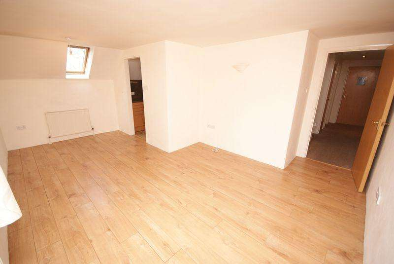 2 Bedrooms Flat for sale in College Lane, BODMIN