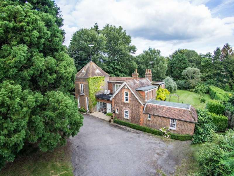 5 Bedrooms Detached House for sale in Steep Marsh, Hampshire