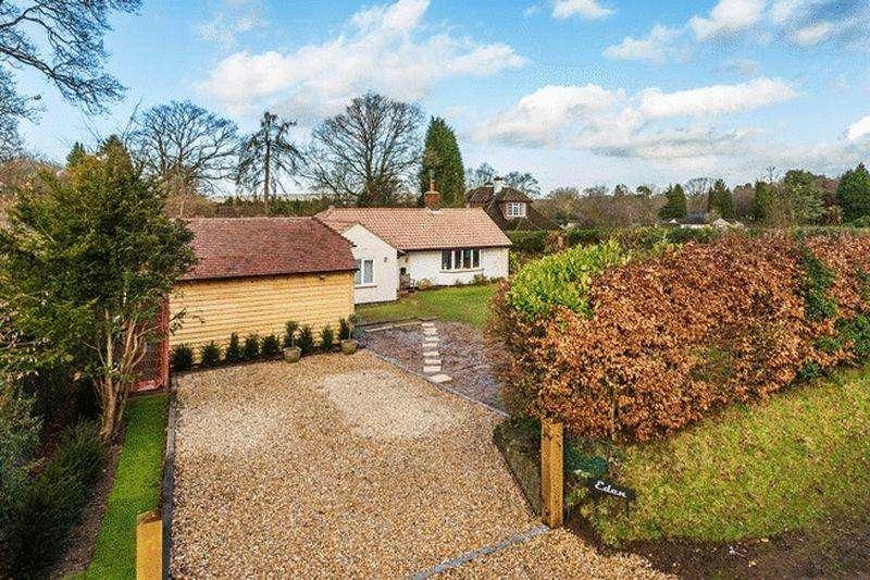 3 Bedrooms Detached House for sale in Peaslake, Surrey Hills.
