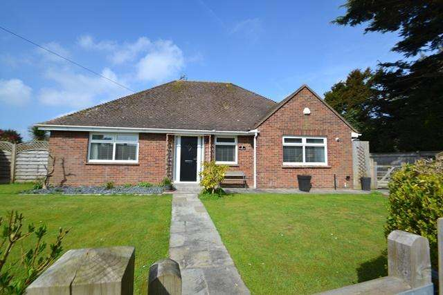 3 Bedrooms Detached Bungalow for sale in Ferring Lane, Ferring, West Sussex, BN12 6QU