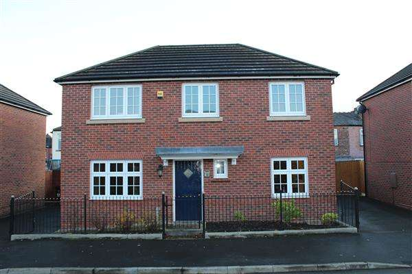 3 Bedrooms Detached House for sale in Wilfred St, Moston, Manchester