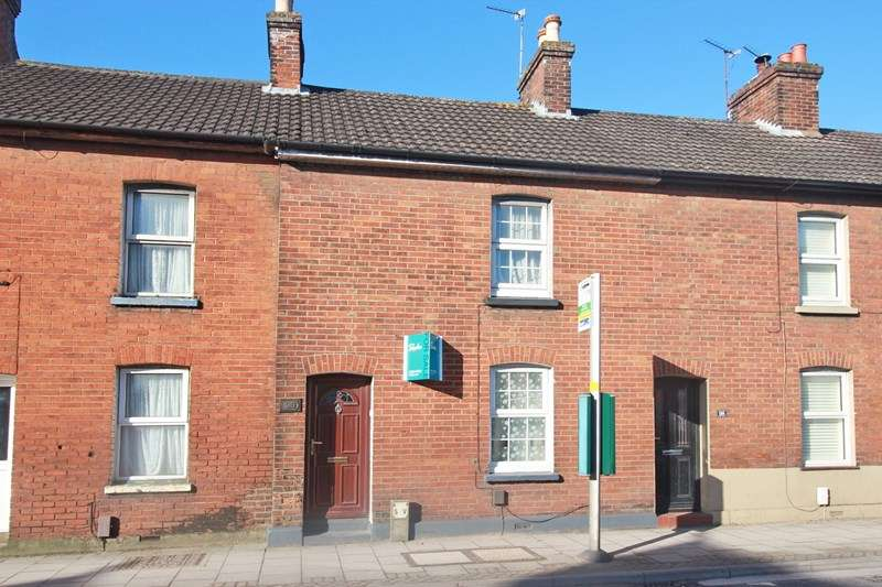 2 Bedrooms Terraced House for sale in Bargates, Christchurch
