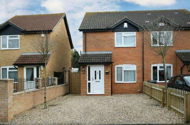 2 Bedrooms Semi Detached House for sale in Dovecote Road, Reading