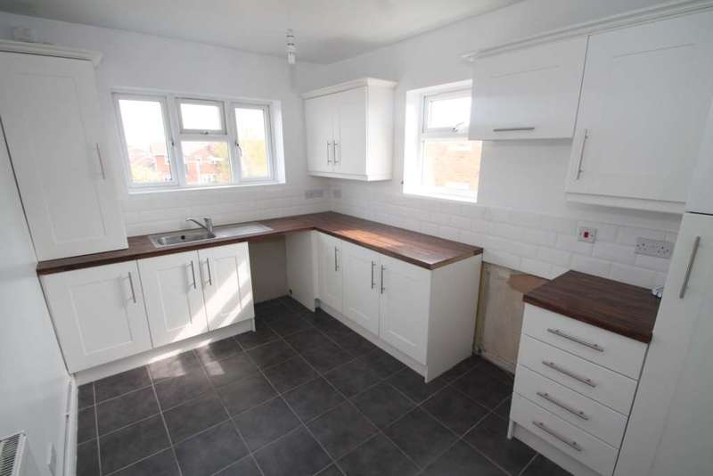 3 Bedrooms Flat for rent in High Street, Canvey Island