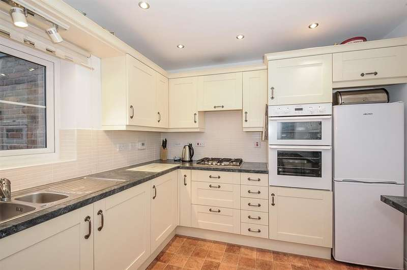 4 Bedrooms Mews House for sale in Blacksmiths Court, Easingwold, York, YO61 3FN
