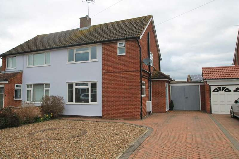 3 Bedrooms Semi Detached House for sale in Dorset Place, Bedgrove, Aylesbury