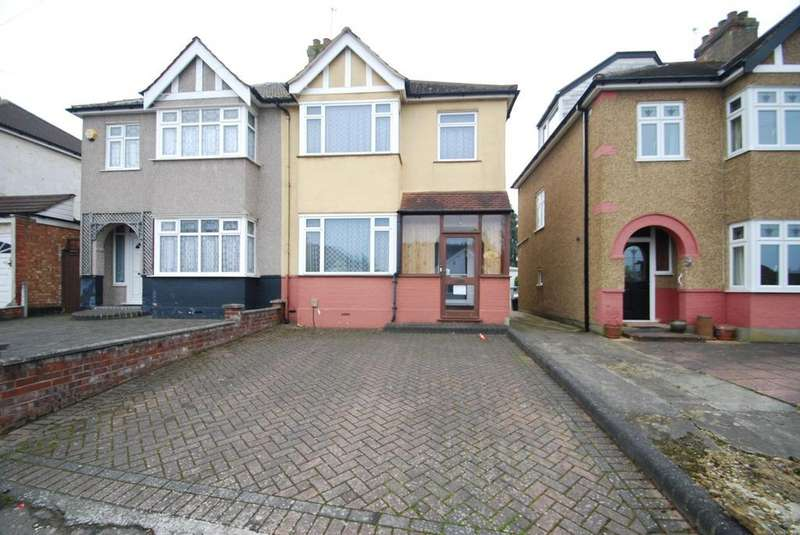 3 Bedrooms Semi Detached House for sale in The Avenue, Hornchurch, Essex, RM12
