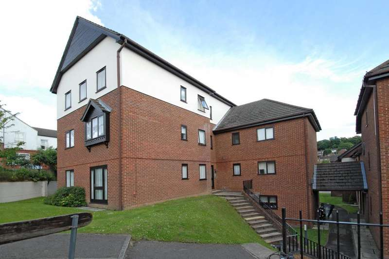 2 Bedrooms Flat for sale in High Wycombe, Buckinghamshire, HP13