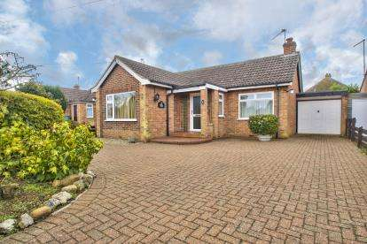 2 Bedrooms Bungalow for sale in Arundel Road, Hartford, Huntingdon, Cambs