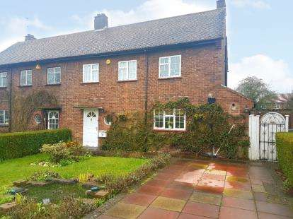 3 Bedrooms Semi Detached House for sale in Dormer Close, Barnet