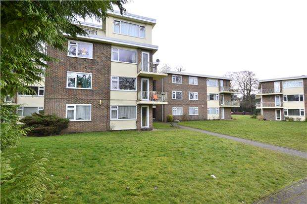 3 Bedrooms Flat for sale in Bramley Hyrst, Bramley Hill, SOUTH CROYDON, Surrey, CR2 6LL