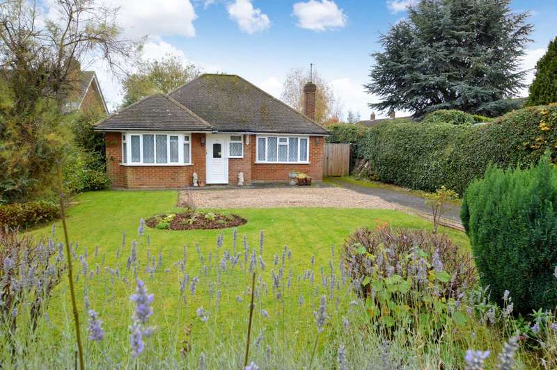 2 Bedrooms Detached Bungalow for sale in Orchard Close, Wendover