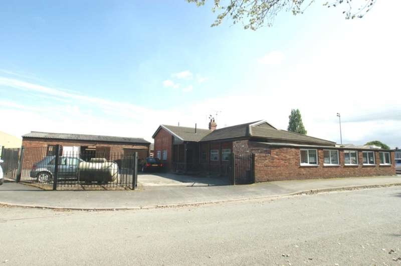 3 Bedrooms Bungalow for sale in Rectors Lane, Pentre, Deeside, CH5 2DH.