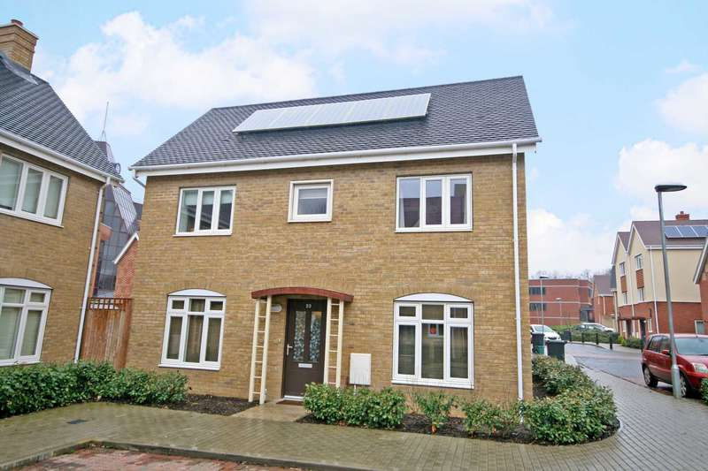 3 Bedrooms Semi Detached House for sale in Town Centre