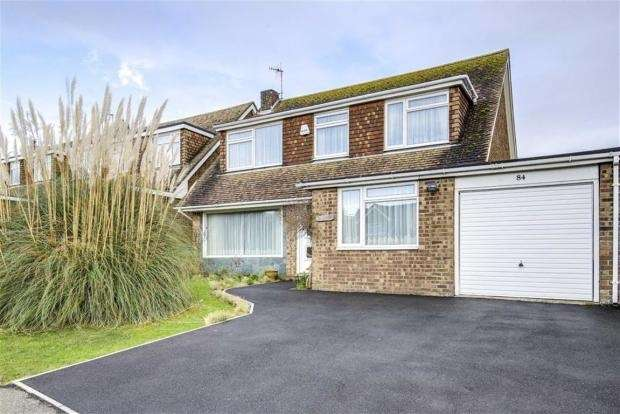 4 Bedrooms Detached House for sale in Lexden Road, Seaford, East Sussex, BN25 3BA