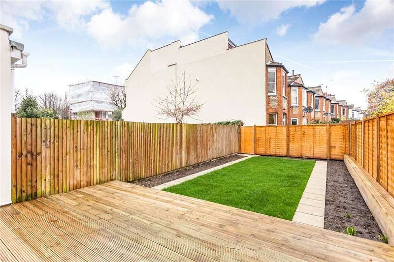 2 Bedrooms Flat for sale in Priory Road, London, N8