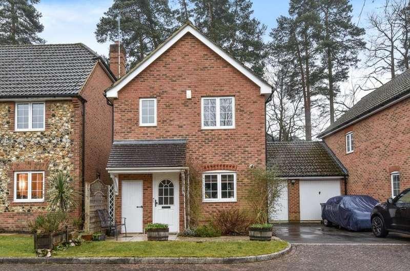 3 Bedrooms Link Detached House for sale in Fairway Heights, Camberley, GU15