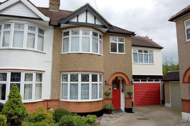 4 Bedrooms End Of Terrace House for sale in Parkway, Woodford Green, IG8