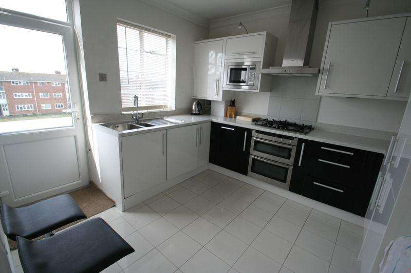 2 Bedrooms Apartment Flat for sale in Strand Parade, Worthing