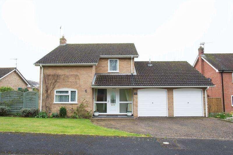3 Bedrooms Detached House for sale in Hardwick Lane, Bury St. Edmunds