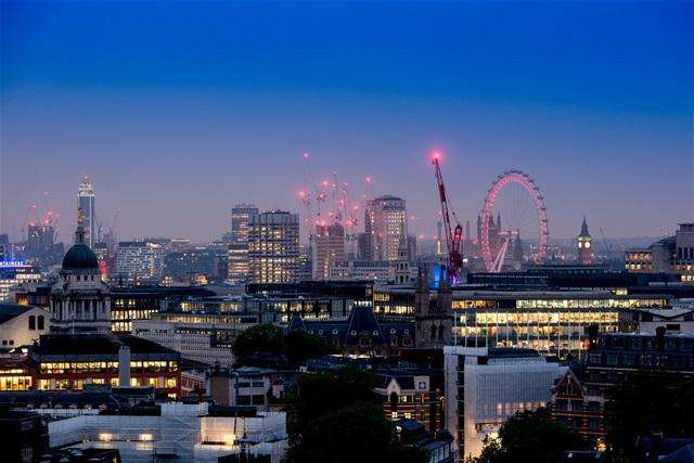 2 Bedrooms Flat for sale in Blake Tower, Barbican