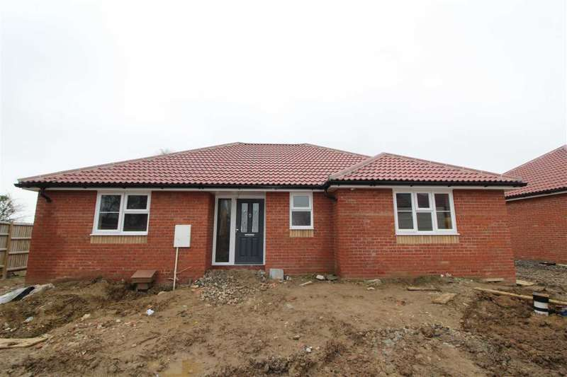 3 Bedrooms Property for sale in Kirby Road, Walton-on-the-Naze